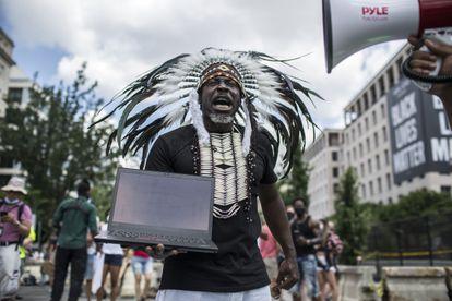Un manifestante cerca de la Casa Blanca el pasado 4 de julio, día de la Independencia, en la marcha contra la brutalidad policial.