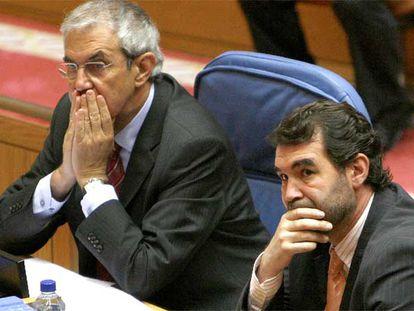 Emilio Pérez Touriño y Anxo Quintana, ayer en el pleno del Parlamento.