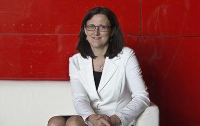 Cecilia Malmström, posa en el interior de la sede de EITB en Bilbao, sede del congreso.