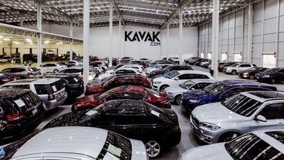 Kavak valora cada coche y sus documentos en unas horas para ofrecer al comprador seguridad jurídica.