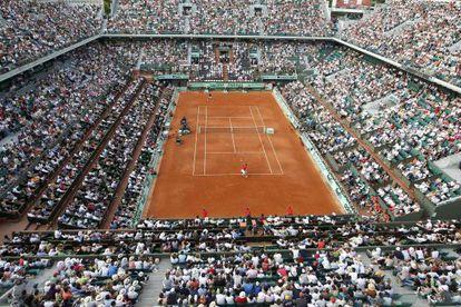 Vista aérea de la pista central de Roland Garros durante el partido entre Nadal y Schwank.