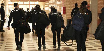 Alumnos en la Escuela Nacional de Policía, lugar de origen del curso online de la C1b3rwall Academy.