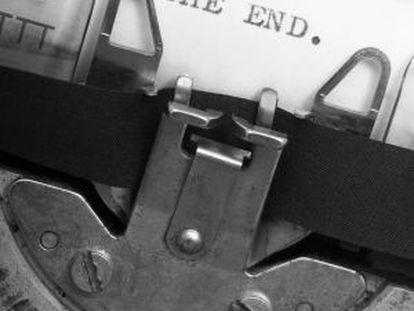 Una vieja máquina de escribir.