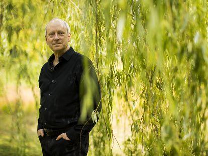 El filósofo y profesor de Hardvard Michael Sandel en el parque Larz Anderson de Brookline (Massachusetts), el pasado 6 de septiembre.