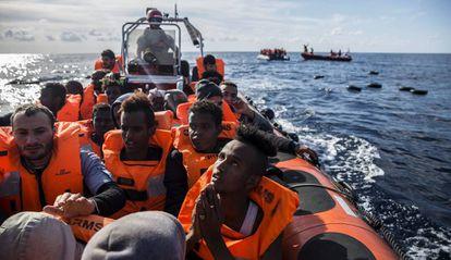 Inmigrantes rescatados por la organización Open Arms el pasado 21 de diciembre.