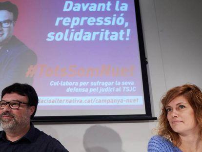 El diputado de Catalunya en Comú Podem, Joan Josep Nuet, acompañado por la diputada de su partido Elisenda Alemany, durante la presentación de la campaña.
