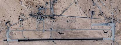 Imagen de satélite (Google Maps) del aeropuerto atacado.