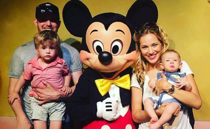 Michael Bublé, junto a su esposa, Luisana Lopilato y sus hijos Noah y Elías.