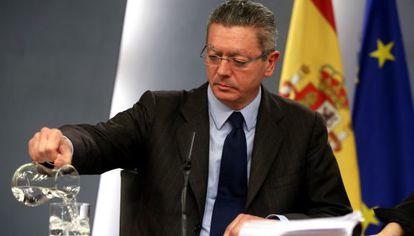 Alberto Ruiz-Gallardón, durante una rueda de prensa el pasado abril.
