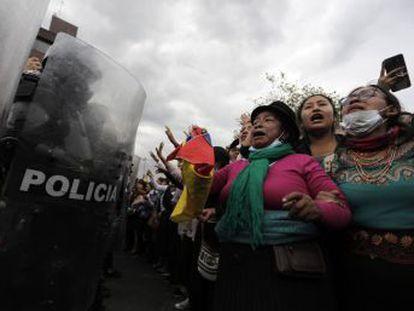 Las protestas vuelven a la Asamblea Nacional, donde se producen nuevos choques con las fuerzas de seguridad, mientras el presidente llama al diálogo