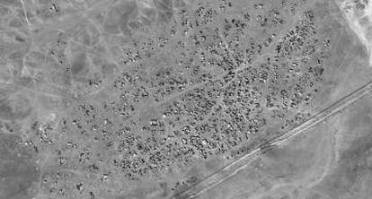 Imagen por satélite tomada el pasado 24 de enero que, según UNITAR-UNOSAT, muestra el aumento de refugios en Hadalat, en la frontera entre Siria y Jordania.
