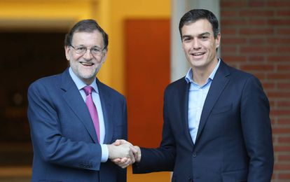Mariano Rajoy se reúne con Pedro Sánchez, en el complejo de la Moncloa.