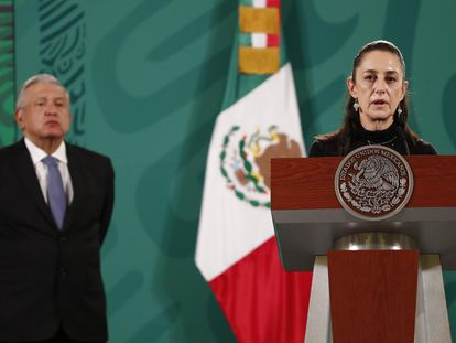 Claudia Sheinbaum y López Obrador, en la primera rueda de prensa tras el derrumbe en la Línea 12 del metro.