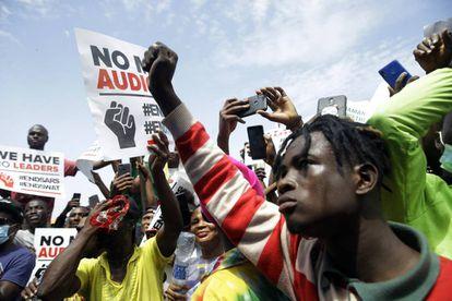 Manifestantes contra la brutalidad policial en Lagos, Nigeria, el jueves 15 de octubre de 2020.
