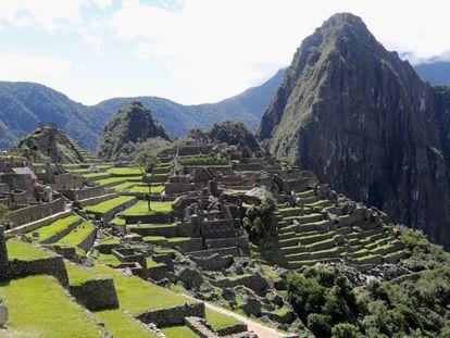 Imagen de archivo de la ciudadela de Machu Picchu (Perú). En vídeo, las primeras peronas en volver a la zona turística.