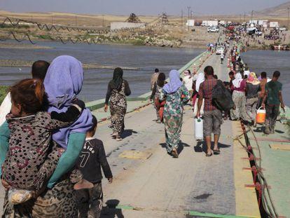 Grupos de yazidíes en la frontera entre Siria e Irak en agosto de 2014.