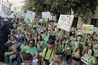 Protesta ante el Parlamento balear, en Palma de Mallorca, ayer.