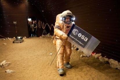 Simulación de la caminata espacial en Mars 500.