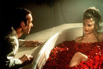 Kevin Spacey y Mena Suvari, en una escena de 'American Beauty' (1999), de Sam Mendes.