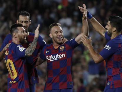 Messi, Busquets, Arthur y Luis Suárez celebran un gol ante el Villarreal.