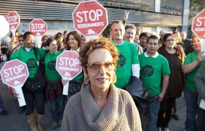 Raquel Rolnik, ayer junto a activistas de la PAH.