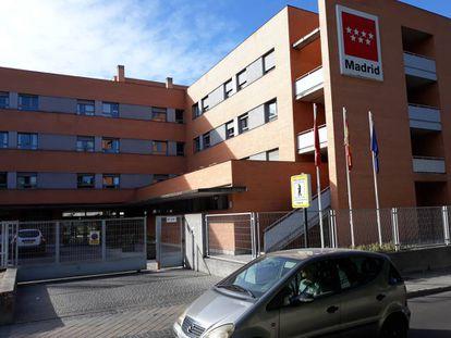 Vista exterior de la residencia pública de Usera, en Madrid, gestionada por DomusVi.