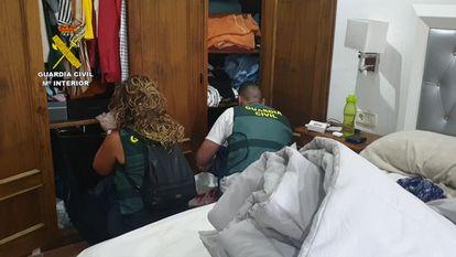 """La Guardia Civil en el marco de la operación """"Jureles"""", ha desarticulado una organización que introducía grandes partidas de hachís por las costas de Cádiz."""