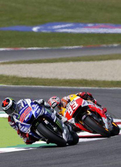 Lorenzo, por delante de Márquez, en un momento de la carrera