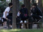 Dvd1056(01/06/21) Jovenes en el Parque De La Amistad , Villaverde , Madrid Foto: Víctor Sainz