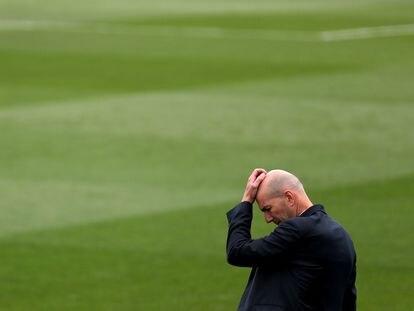 Zidane, en su último partido en el banquillo del Madrid, contra el Villarreal en el Di Stéfano.