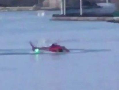 El piloto, que hizo la llamada de auxilio, logró liberarse por sus propios medios. Hay una argentina entre los fallecidos