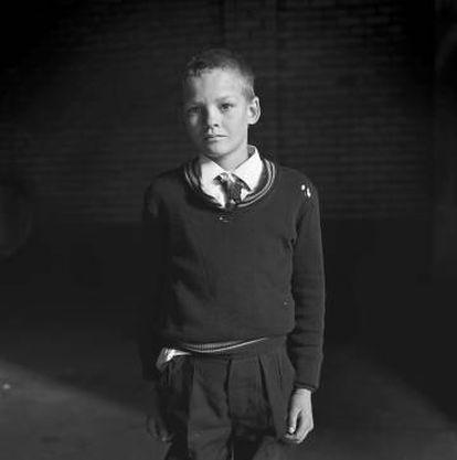 Niño de colegio , Hillbrow, Johannesburgo, Junio, 1972