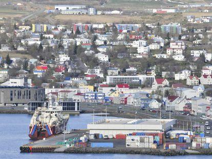Vista de la ciudad portuaria de Akureyri, en Islandia.