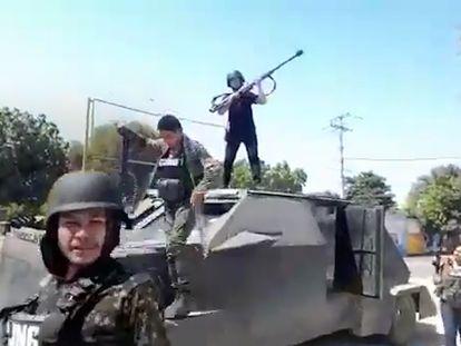 El Cartel Jalisco Nueva Generación junto a un vehículos conocido como 'monstruo'.