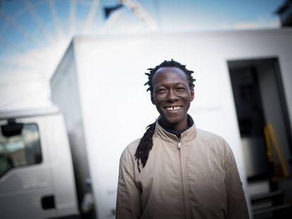 Ousainou Sarr, antiguo paciente de tuberculosis y ahora trabajador de la sanidad pública británica.