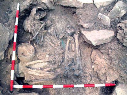 Tumba de una mujer local y un hombre con ascendencia de las estepas en Castillejo del Bonete (Ciudad Real).