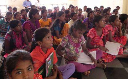 Uno de los cursos de formación para niñas devadasis.