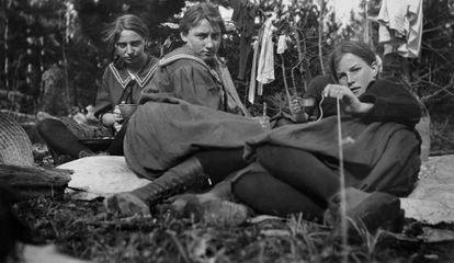 Nida Deal, Sis Heaton, Ruth Dunbar y Nina Platte fotografiadas por Lora Webb Nichols en 1913.