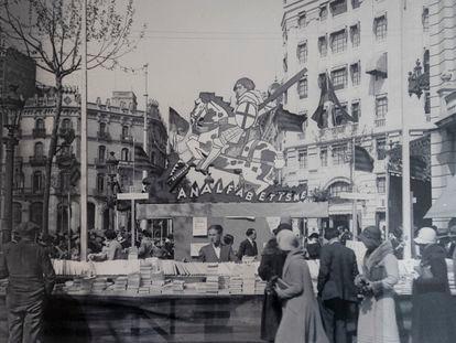 Parada de la librería Catalònia el Sant Jordi de 1932.