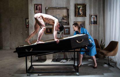 Un escena de Moeder, de la compañía Peeping Tom.