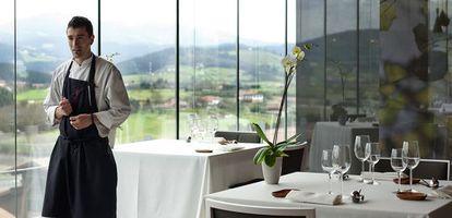 El cocinero Eneko Atxa en su restaurante Azurmendi.
