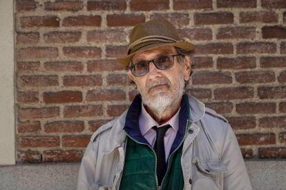 Alberto, antiguo perito judicial de 63 años, fotografiado en el comedor de las Hijas de la Caridad.