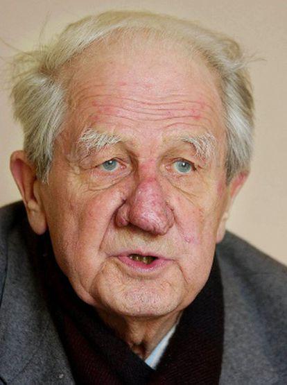 El fotógrafo Wilhelm Brasse, retratado en su casa de Zywiec, Polonia, en 2006.