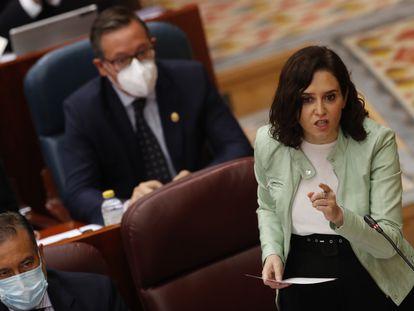 La presidenta de la Comunidad de Madrid, Isabel Díaz Ayuso, interviene en el pleno en la Asamblea de Madrid, este jueves.