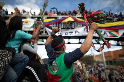 La minga indígena a su salida con dirección a Bogotá en octubre 2020.  Los manifestantes buscan reunirse a dialogar con presidente Iván Duque para reclamar el incumplimientos de acuerdos firmados.