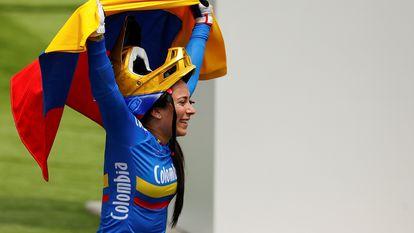 La colombiana Mariana Pajón celebra su actuación, este viernes.