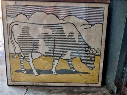 """Póster  de """"Cow Going Abstract"""" firmado por  Roy Liechtenstein encontrado entre contenedores de basura en Barcelona."""