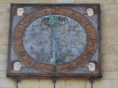 Vista del reloj de la Catedral de León.