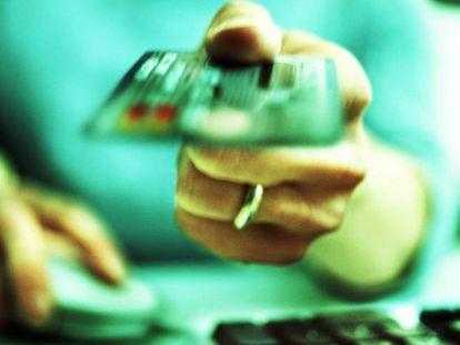El coste medio de las tarjetas 'revolving' sigue por encima del 22% anual
