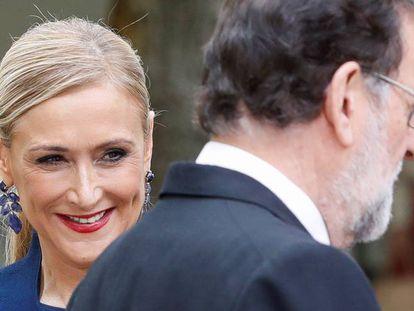 Cristina Cifuentes y Mariano Rajoy el pasado lunes, en el Premio Cervantes.